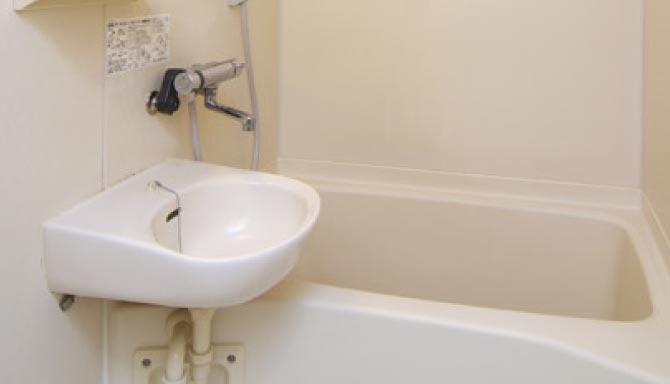 ユニットバス形式のシャワー付浴室